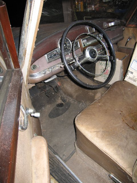 Bientôt une surprise ! 1952_Mercedes_Benz_300_Adenauer_Sedan_Barn_Find_Interior