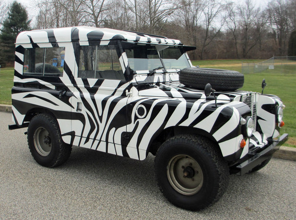 Wrap body panels on Silver Wing Land_Rover_Series_Defendr_Zebra_Paint_Safari_1359872233