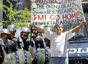 [Historia]Argentina, bajo el signo de la convertibilidad (1999-2011) Crisis-de-2001-1471266w300