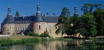 Les Chateaux de René no 17 trouvée par MD56 - Page 3 Fargeau%20Burgundy%20France%20B352