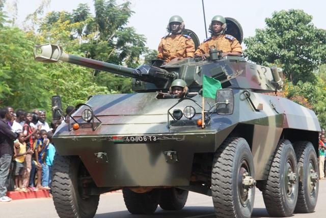 Armée nationale Burkinabé / Military of Burkina Faso - Page 2 DSC_0078v%C3%A9hicule