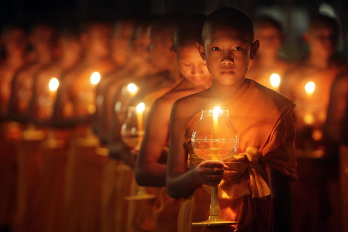 Những bức ảnh đơn sắc 2014-10-26T034300Z_1847586264_GM1EAAQ0WGY01_RTRMADP_3_THAILAND-RELIGION