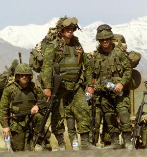 Islas Malvinas Argentinas, información y debate - Página 3 Militares