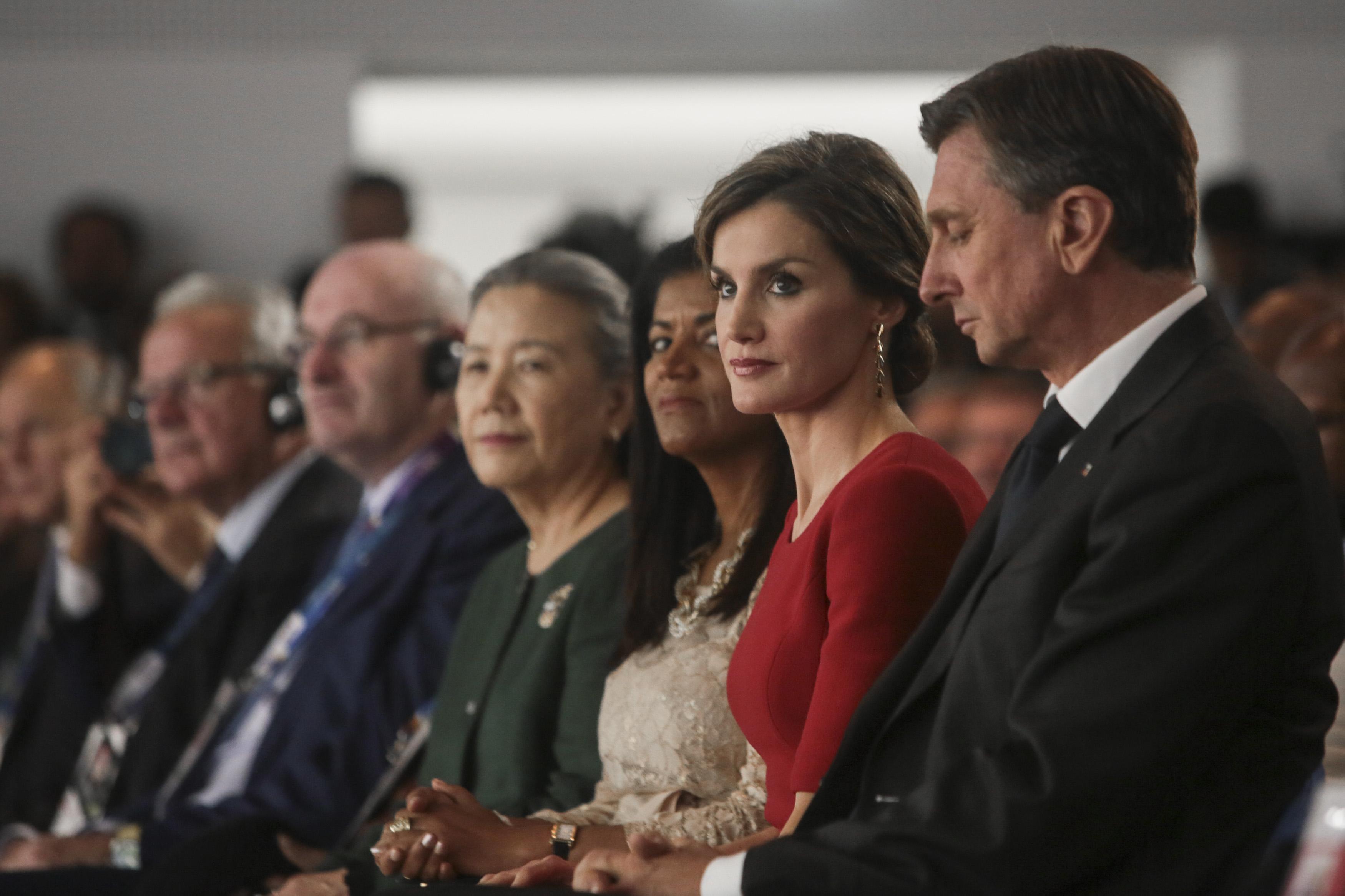 Felipe VI y Letizia - Página 3 22219258585_aec2cfb970_o