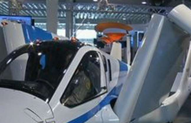 El único carro autorizado para volar Detalle9a81216106fb1cff26953d6d128178df