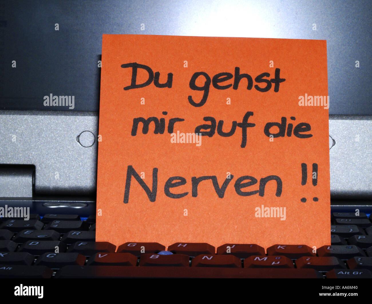 Unser Gefühl Memo-note-on-notebook-du-gehst-mir-auf-die-nerven-you-are-on-my-nerves-AA6M40