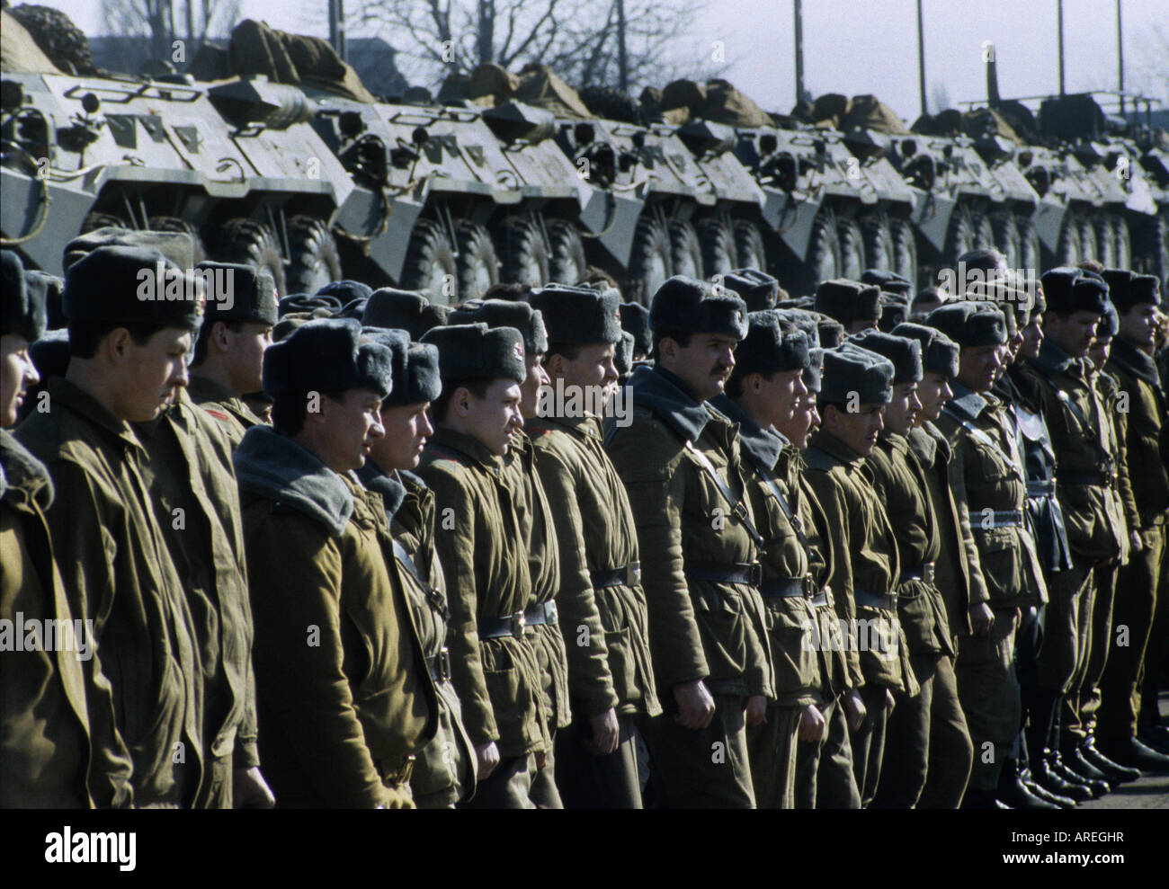 Soviet Armed Forces / Soviet Army (1946-1991) - Page 5 Russian-soldiers-stand-in-front-of-armoured-vehicles-on-a-train-during-AREGHR