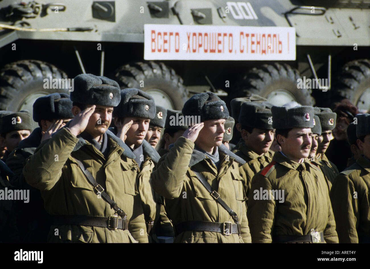 Soviet Armed Forces / Soviet Army (1946-1991) - Page 5 Russian-soldiers-salute-in-front-of-armoured-vehicles-on-a-train-during-ARET4Y