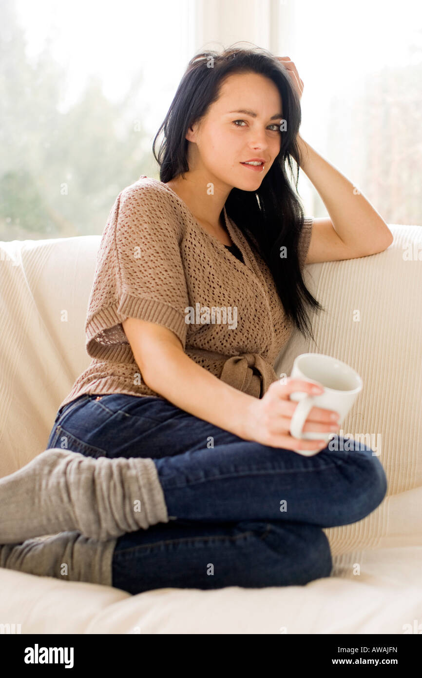 Croquis de Zongo - Page 12 Woman-sat-on-sofa-AWAJFN