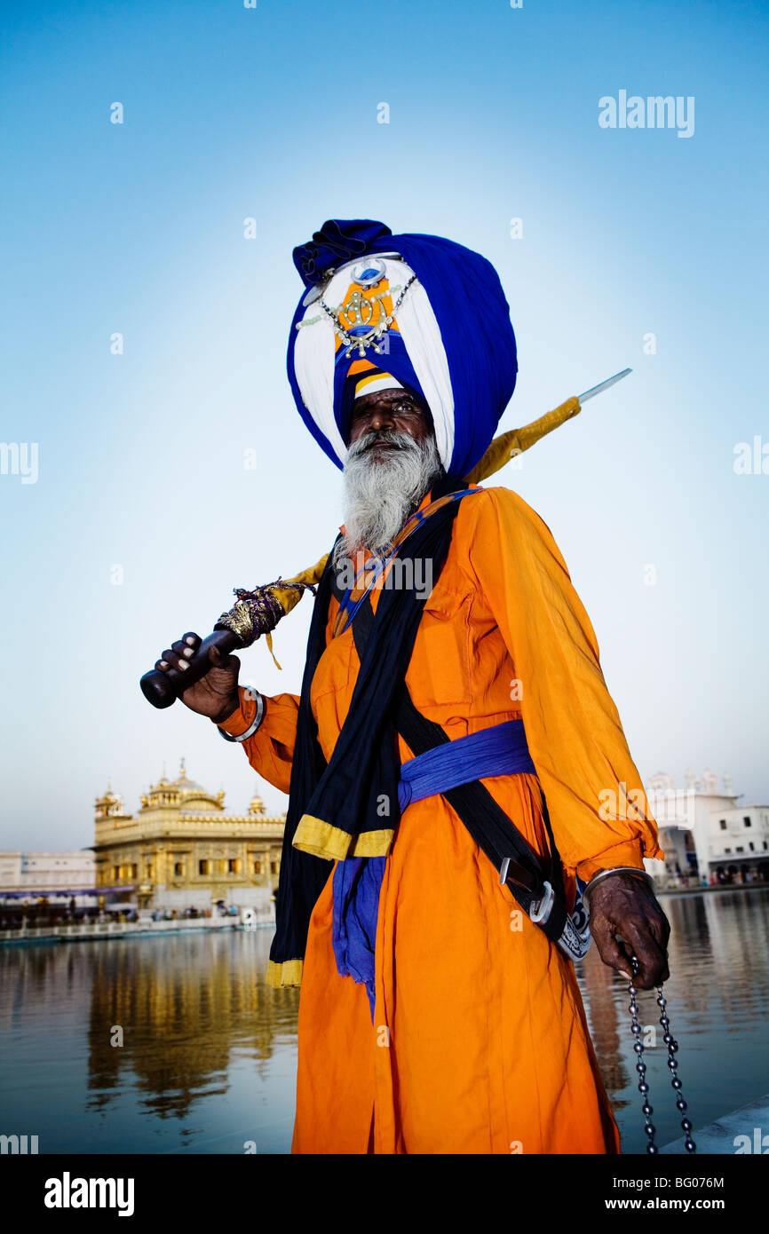 Bosses can now legally ban headscarves, crosses  and turbans in the workplace. - Page 4 Sikh-man-with-a-massive-turban-and-a-sword-in-golden-temple-amritsar-BG076M