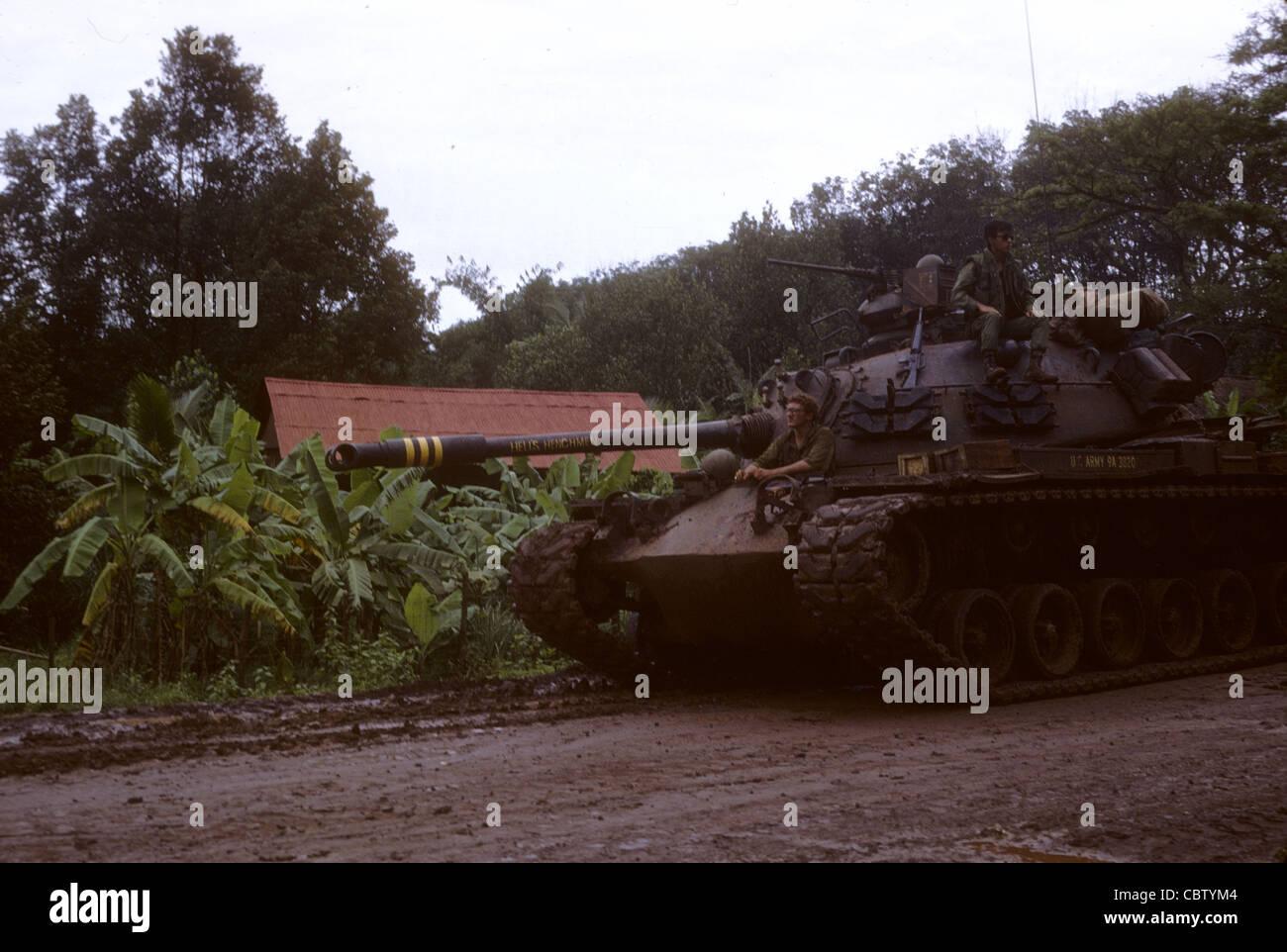 Vietnam War 1954-1975 11th-acr-tank-on-muddy-road-near-quan-loi-us-army-americans-gis-vietnam-CBTYM4