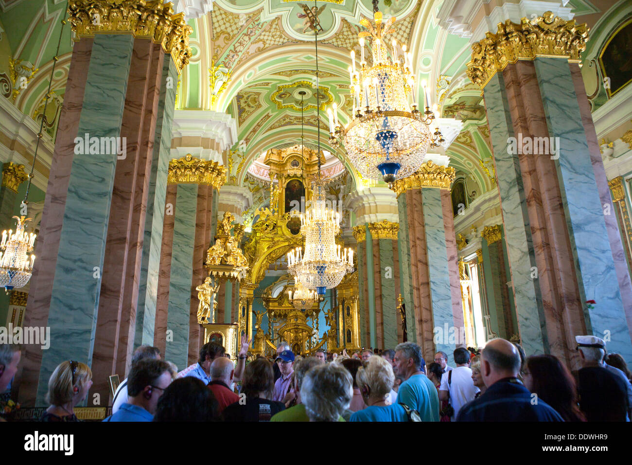 El arte en Rusia. Interior-of-the-st-peter-and-st-paul-cathedral-st-petersburg-russia-DDWHR9