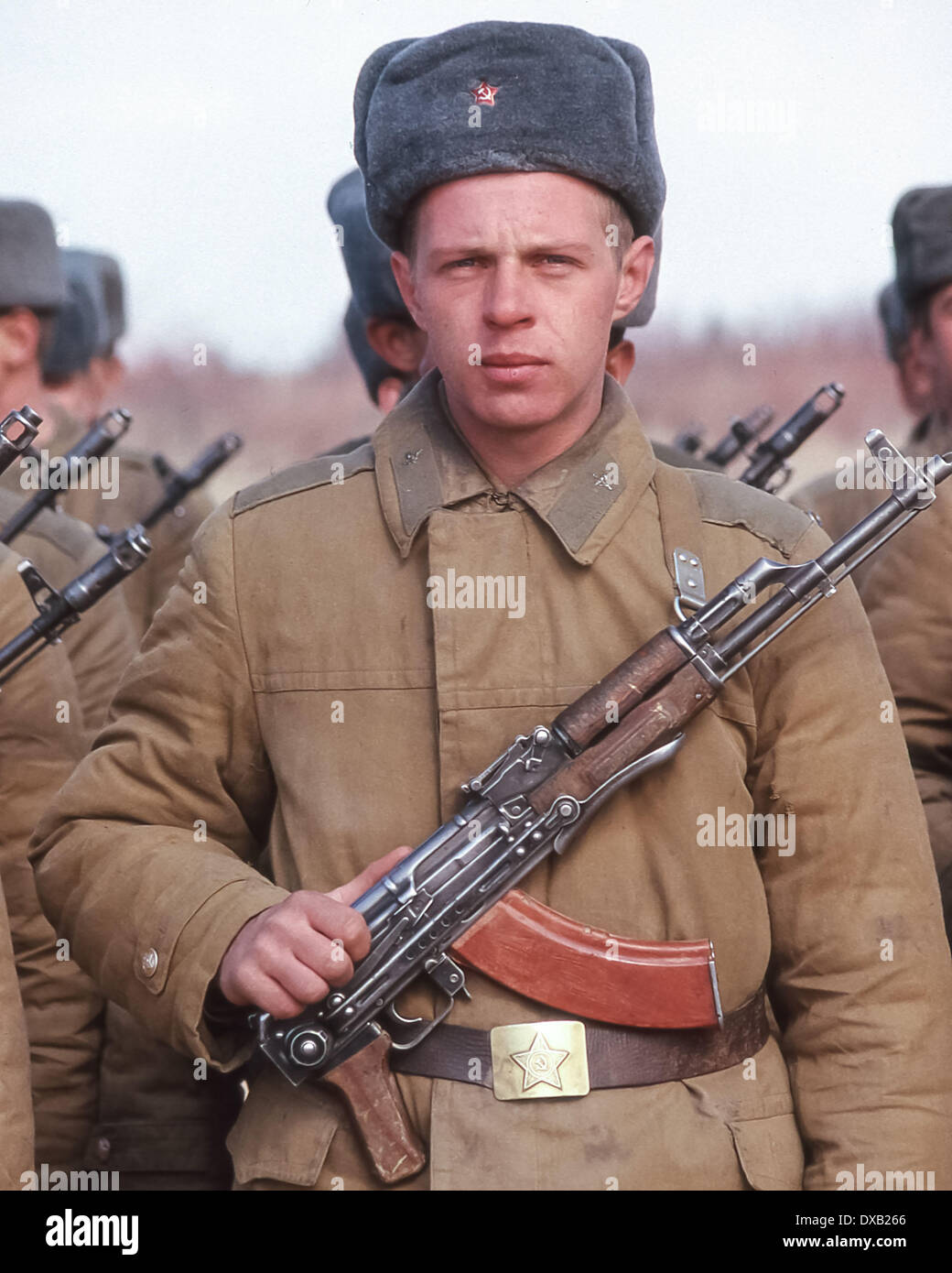 Soviet Afghanistan war - Page 6 Feb-16-1989-termez-uzbekistan-ru-armed-with-an-ak-47-kalashnikov-rifle-DXB266