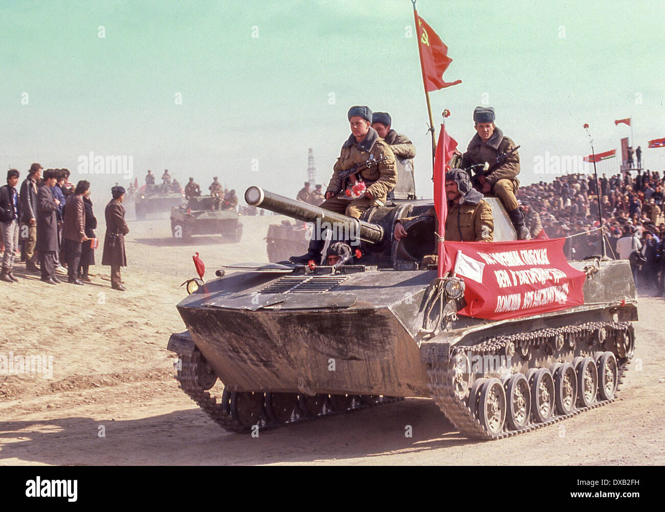 Soviet Afghanistan war - Page 6 Feb-17-1989-termez-uzbekistan-ru-a-light-tank-with-soviet-troops-of-DXB2FH
