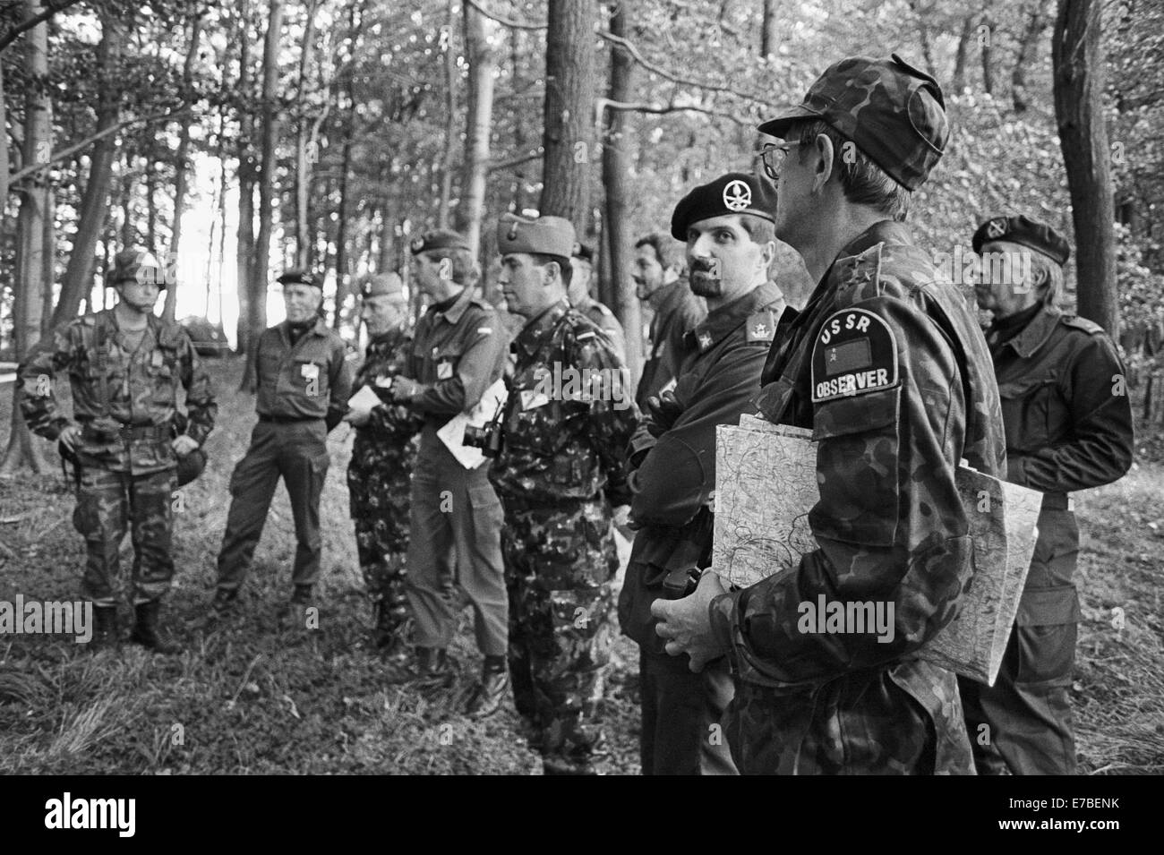Soviet Armed Forces / Soviet Army (1946-1991) - Page 5 Nato-exercises-in-germany-military-observers-of-the-warsaw-pact-september-E7BENK