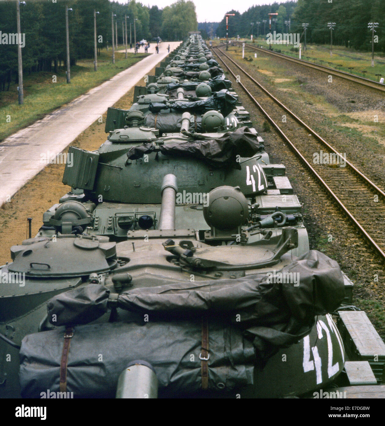 Soviet Armed Forces / Soviet Army (1946-1991) - Page 5 A-transport-train-with-soviet-tanks-sits-ready-to-be-taken-back-to-E7DGBW