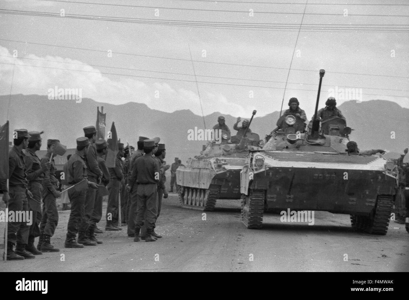 Soviet Afghanistan war - Page 6 Afghanistan-kabul-the-soviet-and-afghan-soldiers-F4MWAK