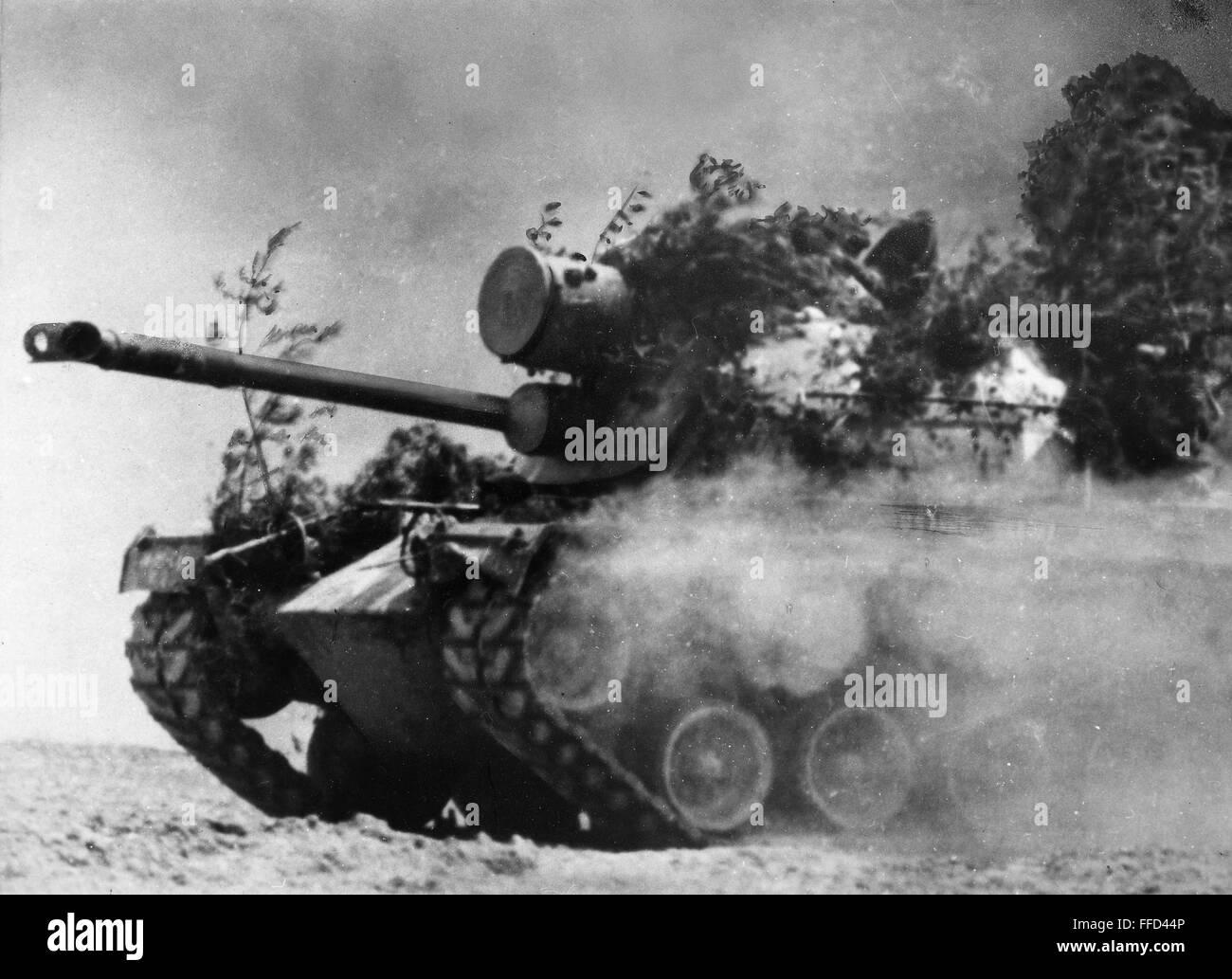 Vietnam War 1954-1975 Vietnam-war-tank-1967-na-partially-camouflaged-american-tank-in-action-FFD44P