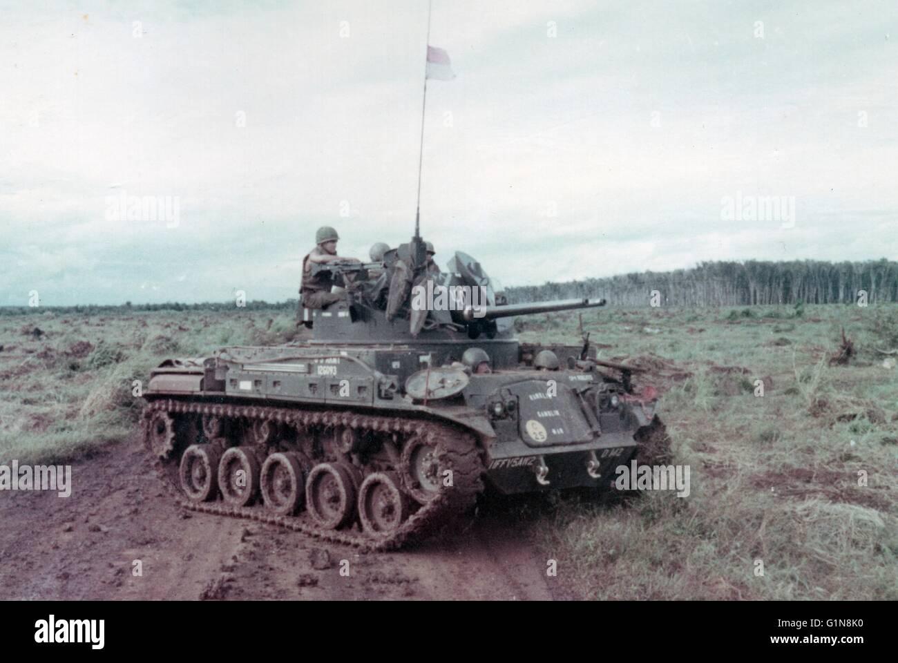 Vietnam War 1954-1975 American-twin-40mm-tank-duster-phuoc-tuy-province-south-vietnam-1969-G1N8K0