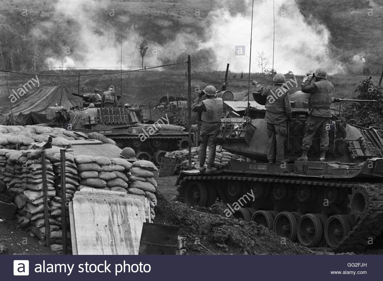 Vietnam War 1954-1975 Us-marines-tank-crews-watch-results-of-american-air-support-from-inside-GG2FJH
