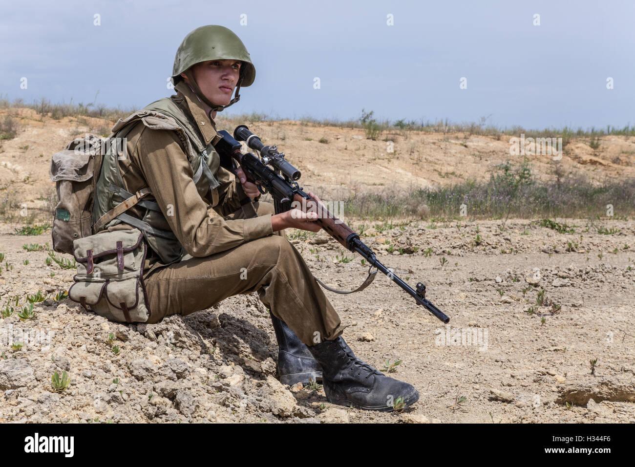 Soviet Afghanistan war - Page 6 Soviet-paratrooper-in-afghanistan-H344F6