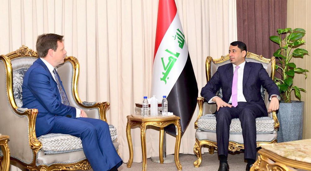 The Secretary-General of the Council of Ministers receives the British Ambassador in Baghdad 2020-12-09-03