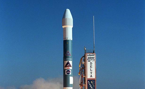 La Nasa développe la plus grande fusée jamais créée pour aller sur Mars  Lancement-fusee-stardust-cap-canaveral-floride-7-fevrier-1999-1632685-616x380