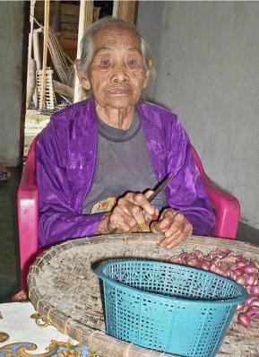 Indonésie : une femme dit avoir 157 ans Article_0906-MON12-DOYENNE