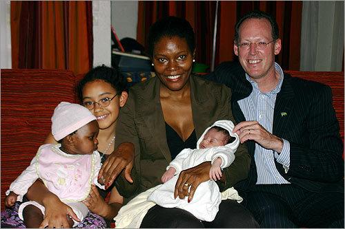 Gade ki bèl mèvèy doktè Famè ( Paul Farmer) fè an Ayiti. - Page 2 1207327996_0869
