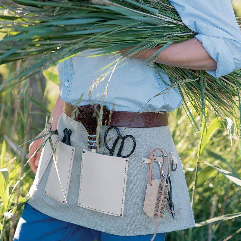 [Couture] Petites couture pour tous les jours ! Tablier-jardin-boite-a-outils-tissu-cuir-marron-couture