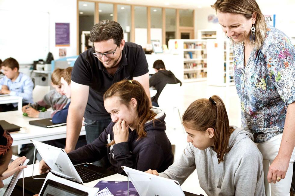 [france culture] Les élèves ont-ils besoin d'être notés ? - Page 5 Numerique-Ecole-confiance-1200x800_987349.54