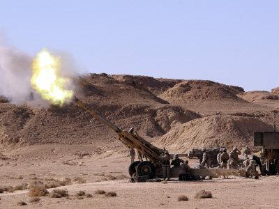 تحدي حرب أمريكيا أهلية 2 ( الخاص بي  ) - صفحة 6 Stocktrek-images-searing-flame-and-smoke-emerge-from-the-muzzle-of-an-m198-howitzer