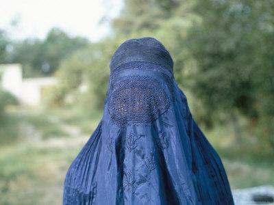 pourcentage( dite moi quelle photo vous préférez) Jackson-jack-woman-in-a-burka-afghanistan