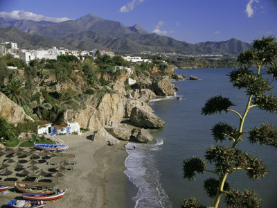 Države planete zemlje Short-michael-salon-beach-from-balcon-de-europe-nerja-andalucia-andalusia-spain-europe