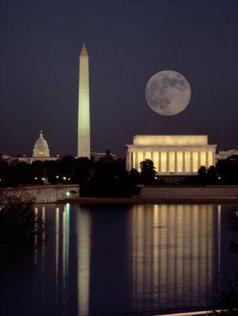 El origen del planeta de los simios (Agosto) Moonrise-over-the-lincoln-memorial