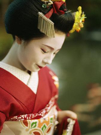 Les Geishas Guariglia-justin-a-portrait-of-a-kimono-clad-geisha