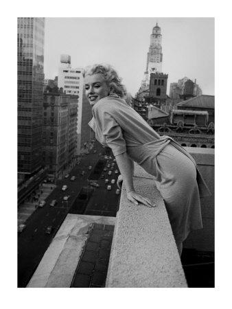 Foto bardh e zi! - Faqe 2 Feingersh-ed-marilyn-monroe-at-the-ambassador-hotel-new-york-c-1955