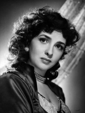 Personnes célèbres réelles ou imaginaires - Page 37 Gina-lollobrigida-1955