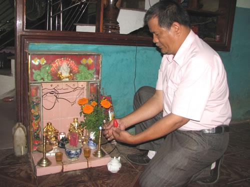 Tiết kiệm điện ở nơi thờ cúng: Cách làm độc đáo từ thị xã An Nhơn H8b