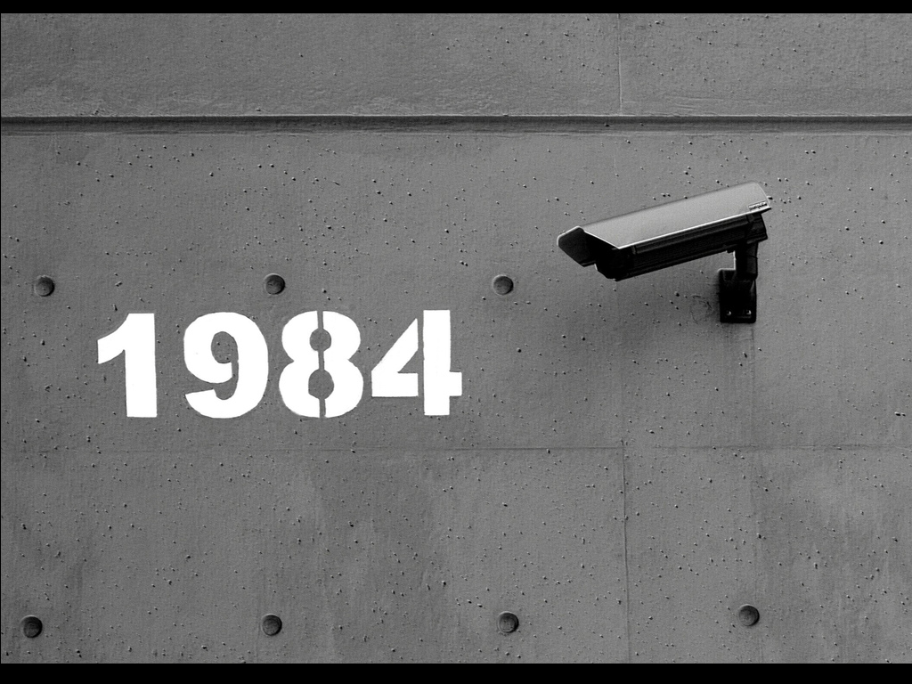 [Jeu] Association d'images - Page 3 1984-george-orwell-observe-cam-HD-Wallpapers.jpg
