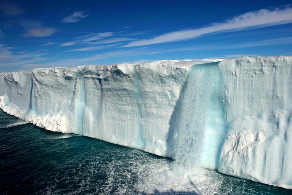 Роскошные пейзажи Норвегии 12amazing-glacial-waterfalls