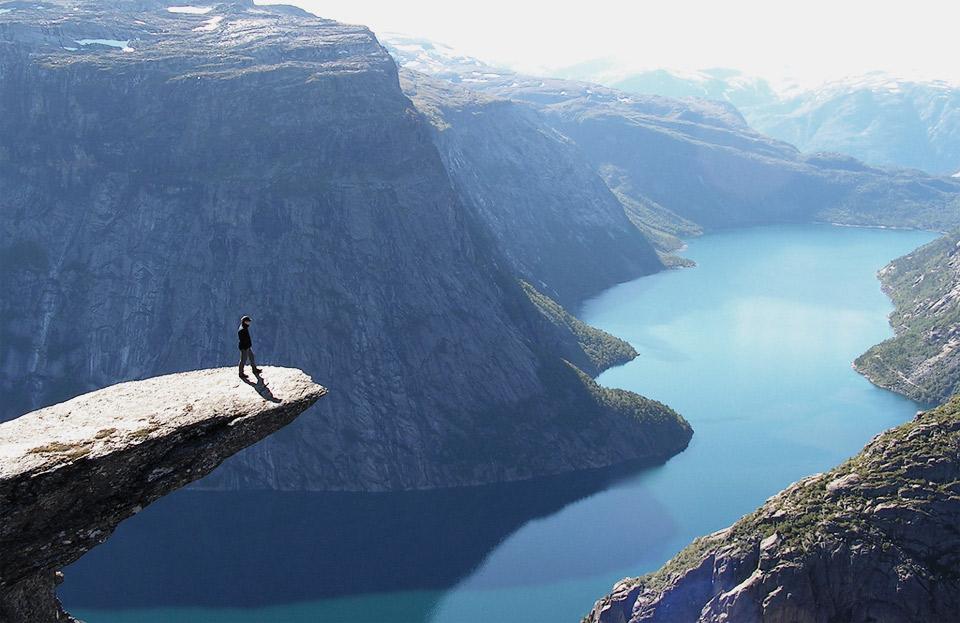 Роскошные пейзажи Норвегии - Страница 2 30trolltunga-norway