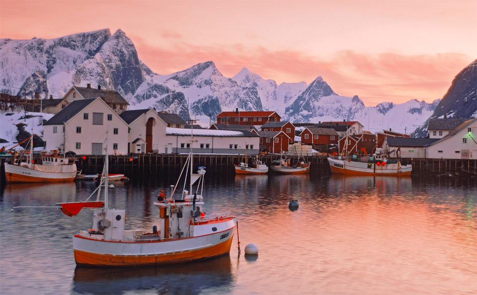 Роскошные пейзажи Норвегии - Страница 2 31fishermans-village-norway