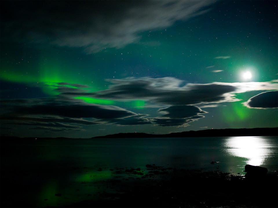 Роскошные пейзажи Норвегии - Страница 2 34aurora-moon-reflection