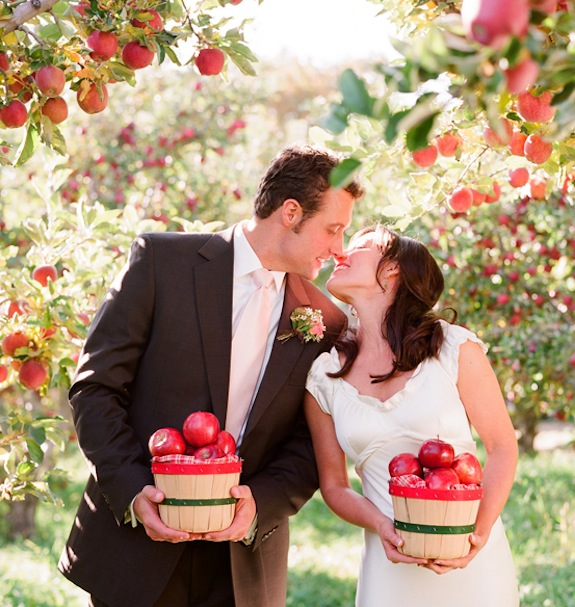 Foto nga muaji janar - Faqe 2 Apple-orchard-couple-elizabeth-messina