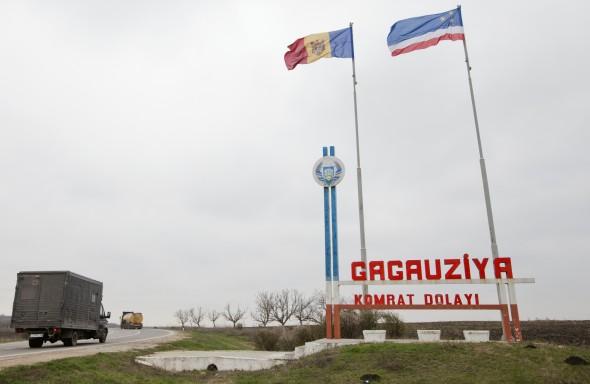 Anticomunismo en Moldavia: Prohiben el símbolo de la hoz y el martillo. Gagauzia-590x384