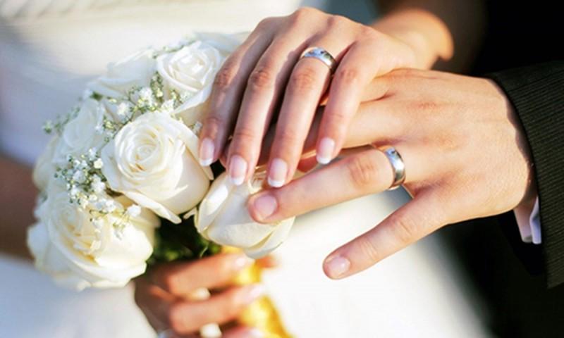 Đeo nhẫn cưới thế nào cho đúng A5_ZHJY