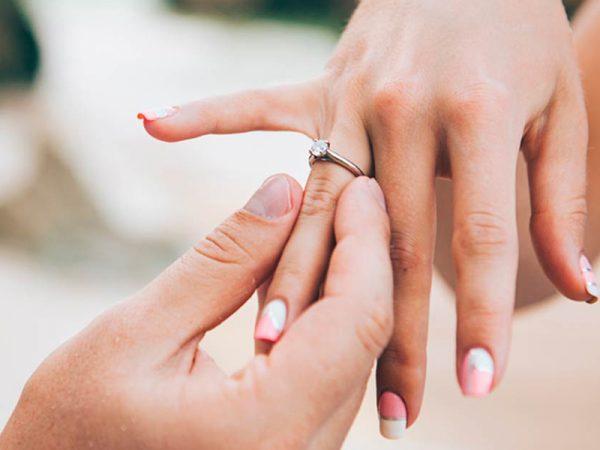 Đeo nhẫn cưới thế nào cho đúng Deo-nhan-cuoi-600x450
