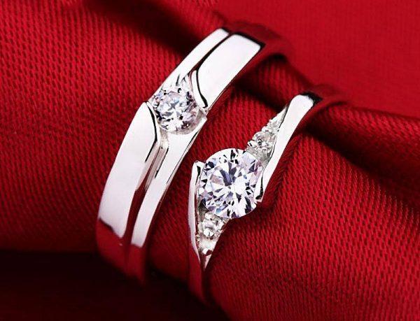 Trao nhẫn kim cương - hẹn thề tình yêu bất diệt Nh%E1%BA%ABn-c%C6%B0%E1%BB%9Bi-v%C3%A0ng-tr%E1%BA%AFng-e1540891493848