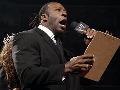 Résultats de WEW Monday Night RAW, 18 juin 2012. Booker_T_Vertrag_in_Ring_01